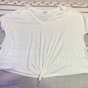 FASHION NOVA V NECK WHITE T SHIRT